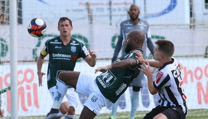 Zambi e Luiz Eduardo também acertaram permanência para disputa da Série D (Foto: Luciano Santos/ Mantiqueira)