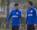 Rodriguinho fica, mas Corinthians ainda teme perder o lateral Fagner