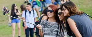 FOTOS: Público faz selfies no Lolla (Flavio Moraes/G1)