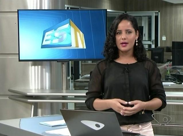 Anelice na bancada do jornal (Foto: Divulgação/ TV Gazeta)