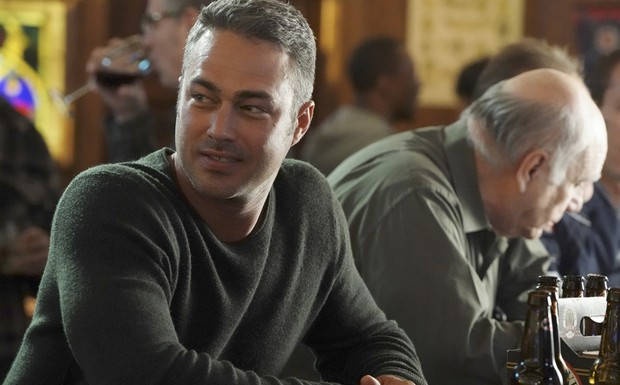 "Chicago Fire - ""An Even Bigger Surprise"" (3Ep6T)"