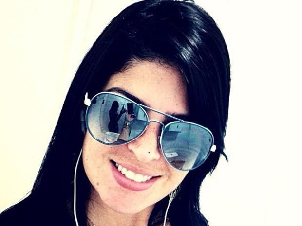 Jandira Magdalena dos Santos Cruz, 27 anos, entrou em um carro branco, no terminal rodoviário de Campo Grande, supostamente para ser levada a uma clínica para fazer abordo (Foto: Reprodução/TV Globo)