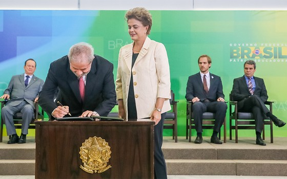 Luis Inácio Lula da Silva assina posse para Ministro da Casa Civil  (Foto: Roberto Stuckert Filho/PR)