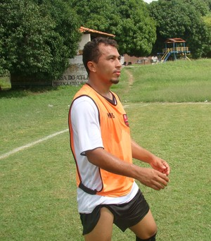 Zuza, volante do Flamengo-PI (Foto: Abdias Bideh/GloboEsporte.com)