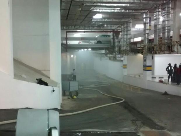 Incêndio atingiu depósito de loja em Salvador (Foto: Divulgação/ Corpo de Bombeiros)