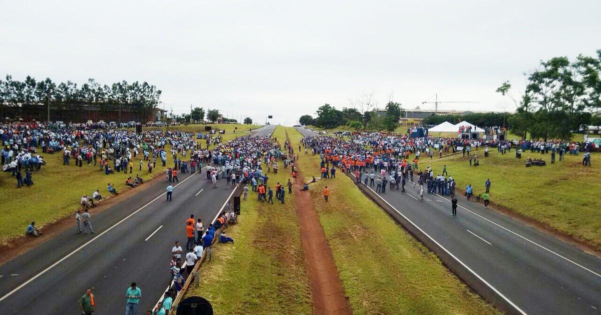 Após 3h30 de protesto, metalúrgicos liberam rodovia em ... - Globo.com
