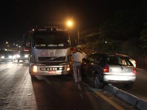 Carros colidiram frontalmente (Foto: Ellyo Teixeira/G1)