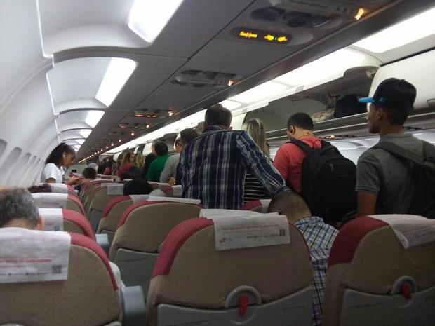 Passageiros deixam voo previstos para decolar as 5h58 (Foto: Leonardo Savaris/Arquivo Pessoal)