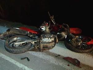 Motociclista morre aoós atropelar vaca em Divinópolis (Foto: TV Integração/Divulgação)