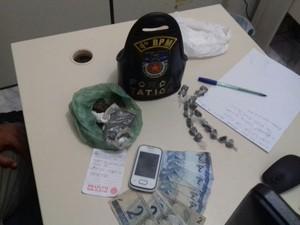 Polícia disse que droga estava sendo comercializada pelo suspeito (Foto: Shade Andrea / G1)