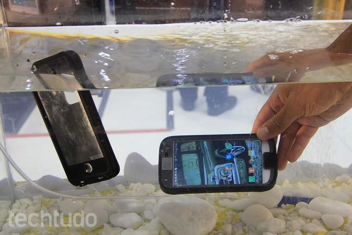 Capinhas da OtterBox prometem oferecer máxima proteção para o smartphone (Foto: Anna Kellen Bull/TechTudo)