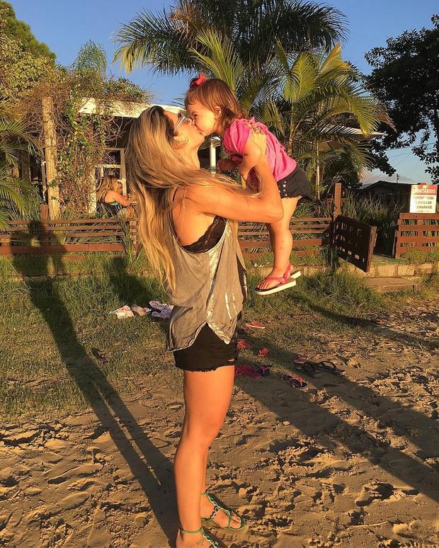 Mirella Santos com a filha (Foto: Reprodução/Instagram)