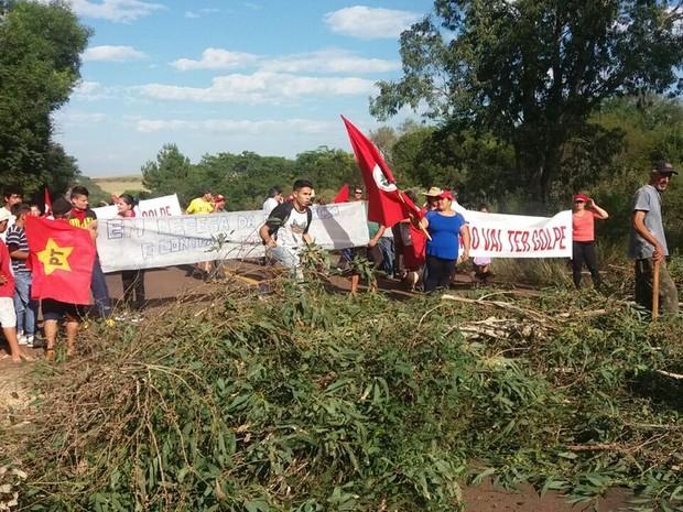 Grupo bloqueia rodovia em protesto em Alegrete, RS (Foto: Divulgação/Comando Rodoviário da Brigada Militar)