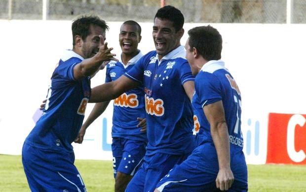 Diego Souza, Everton Ribeiro e Dagoberto gol Cruzeiro (Foto: Paulo Fonseca / Ag. Estado)