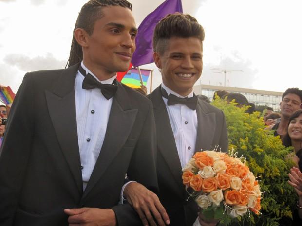 Único casal do sexo masculino que participou de cerimônia coletiva neste domingo  (Foto: Isabella Formiga/G1)
