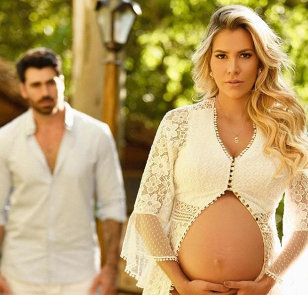 Ensaio dos ex-BBBs Adriana e Rodrigão (Foto: Reprodução/Instagram)