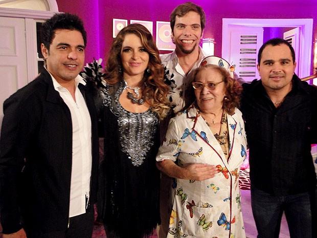 Zezé di Camargo e Luciano ao lado de Cláudia Abreu, Luiz Henrique Nogueira e Ilva Niño (Foto: Cheias de Charme / TV Globo)
