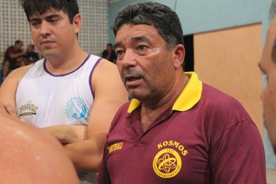 Luiz Augusto Oliveira, treinador do Kosmos Sporting Club (Foto: Ramiro Pena/GloboEsporte.com)