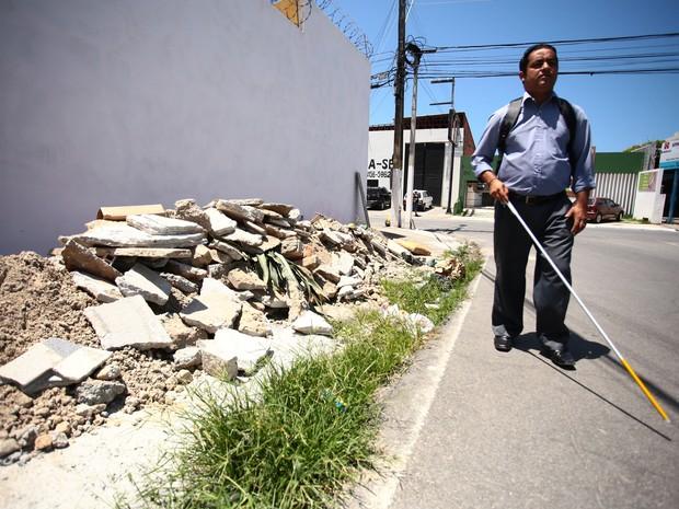 José Cícero da Silva diz que falta consciêntização da população. (Foto: Jonathan Lins/G1)