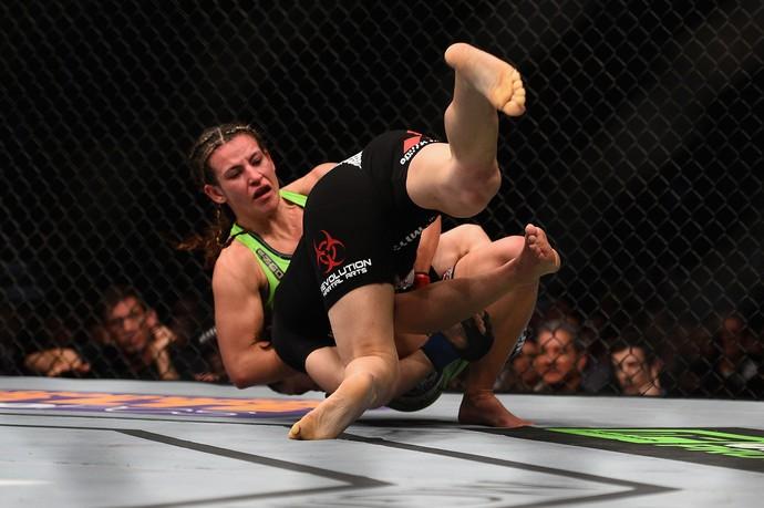 Miesha Tate x Sara McMann, UFC 183 (Foto: Getty Images)