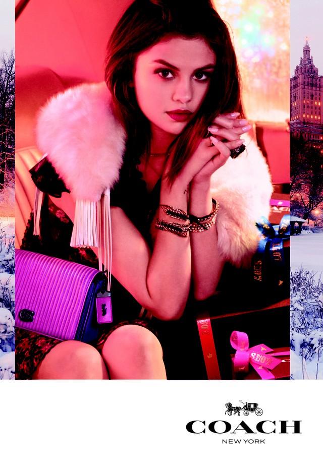 Selena Gomez na campanha de fim de ano da Coach (Foto: Reprodução/WWD)