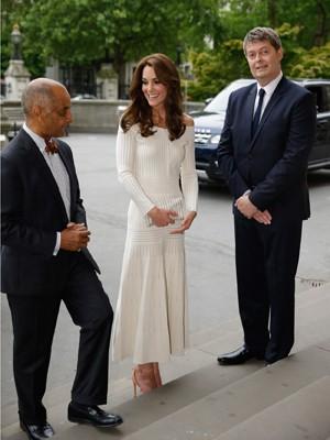 a36b0cd76 Duquesa de Cambridge, Kate Middleton, usa vestido da estilista gaúcha  Bárbara Casassola em jantar