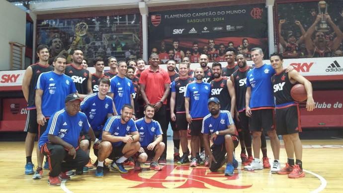 Cristiano Felício fez uma visita surpresa aos jogadores do Flamengo nesta quarta-feira (Foto: Samy Vaisman)