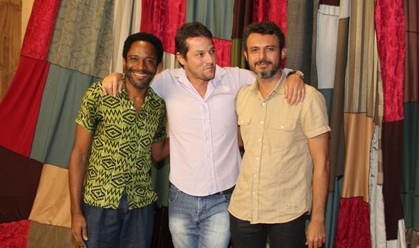 Flávio Bauraqui, Marcelo Serrado e Flávio Rocha posam para a foto no lançamento de Alexandre e Outros Heróis (Foto: Amanda Freitas/Globo)