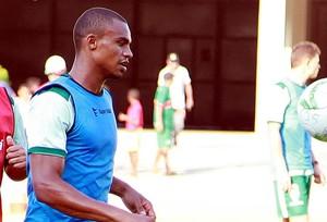 Zagueiro Edimar durante treino dessa quarta-feira como lateral direito (Foto: Paulo de Tarso Jr./Imirante)