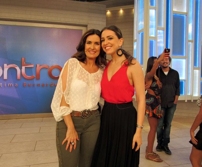 A apresentadora posa com a cantora Roberta Sá (Foto: Carolina Morgado/Gshow)