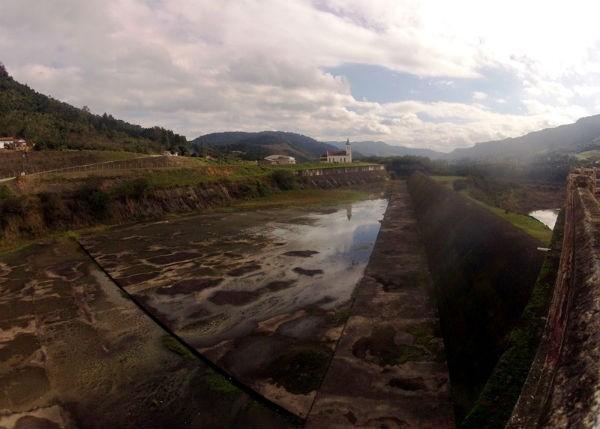 Jornal do Almoço fala da importância de barragens para evitar enchentes como a de 30 anos atrás (Foto: Raphael Moser/RBS TV)