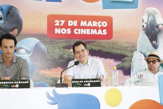 Carlos Saldanha e Rodrigo Santoro na coletiva do filme RIO 2 (Foto: Marcos Serra Lima / EGO)