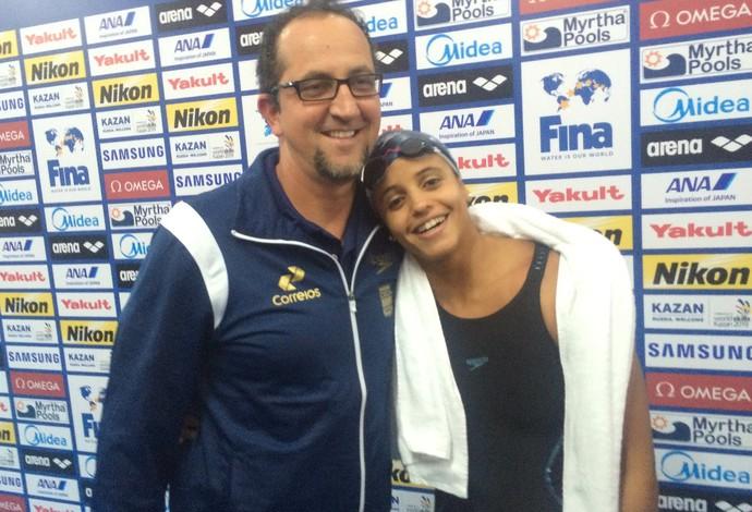 Etiene Medeiros comemora prata inédita com o técnico Vanzella (Foto: GloboEsporte.com)