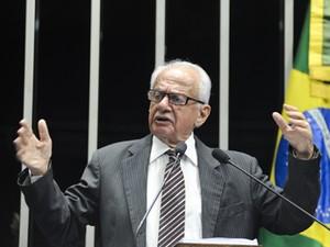 O senador Pedro Simon (PMDB-RS) cobrou posicionamento de Dilma em discurso (Foto: Geraldo Magela/Ag.Senado)