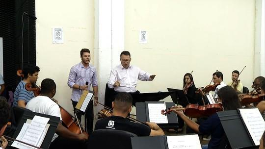 'Plugue': Davi de Oliveira cantou acompanhado da Orquestra Sinfônica de Barra Mansa
