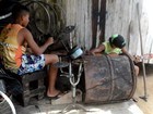 Meninos criam bateria de sucata e sonham com fama no interior do Acre