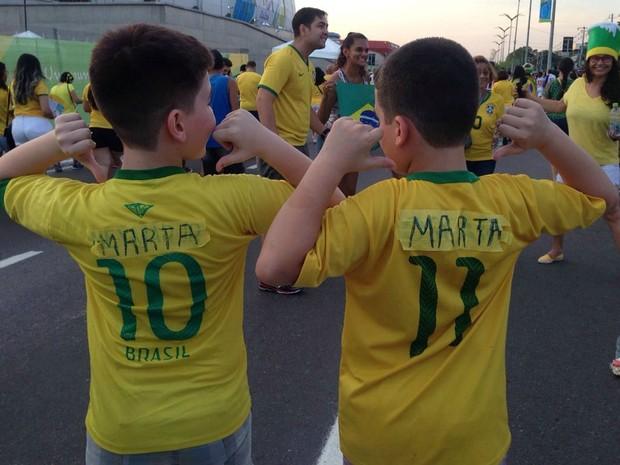 d5b9c5c852caa G1 - Gêmeos aderem à 'Martamania' e colam nome de atacante na camisa ...