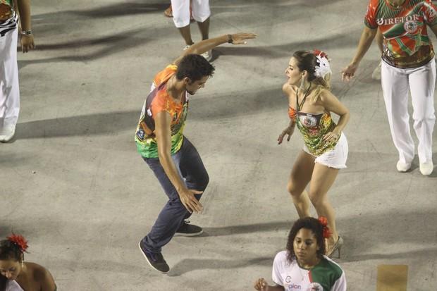 Rodrigo Simas e Monique Alfradique em ensaio da Grande Rio na Marquês de Sapucaí, no Rio (Foto: Raphael Mesquita/ Foto Rio News)