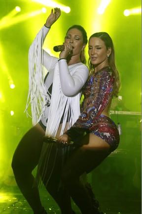 Valesca Popozuda e Claudia Leitte em show em Salvador, na Bahia (Foto: Fred Pontes/ Divulgação)