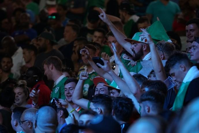 Irlandeses fazem a festa na pesagem de May x Mac, em Las Vegas (Foto: Evelyn Rodrigues)