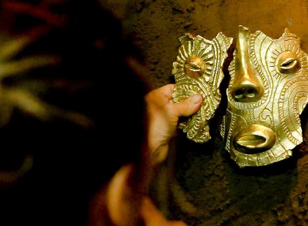 instalação-nem-tudo-que-reluz-e-ouro-amazonia-simone-fontana-reis (Foto: Keila Serruya/Divulgação)