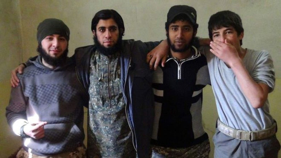Nessa foto o jovem das outras imagens não aparece. As autoridades acreditam que ele batia a foto (Foto: BBC)