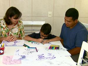 Pais afirmam que a criança ficou mais entusiasmada ao vencer concurso (Foto: Paulo Chiari/EPTV)