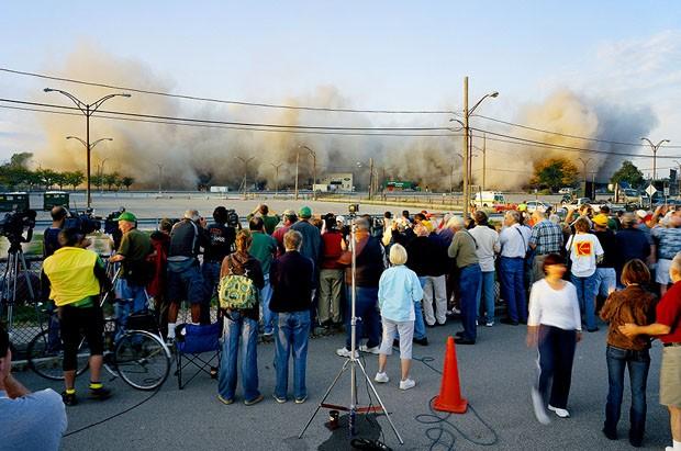 IMPLOSIONS OF BUILDINGS 65 AND 69, KODAK PARK, ROCHESTER, NEW YORK [#1] OCTOBER 6, 2007 (Foto: Robert Burley/Divulgação)