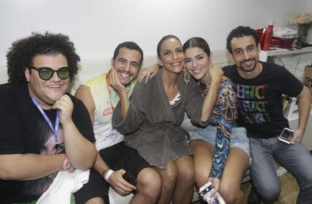 No camarim, Ivete rcebeu Gominho, os ex-BBS Vivian e Matheus e o ator Paulo Verlings (Foto: Divulgação / Fred Pontes)
