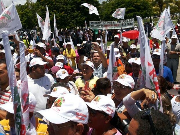 Manifestações aconteceram no Centro de Natal e na Governadoria (Foto: Ediana Miralha/Inter TV Cabugi)