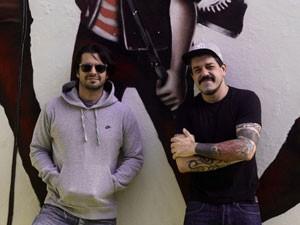 O guitarrista Marco Túlio e o produtor Adriano Cintra (Foto: Divulgação/Ricardo Muniz)