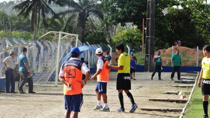 Carlinhos Marechal ficou na bronca com a postura do Coruripe (Foto: Henrique Pereira/ GloboEsporte.com)