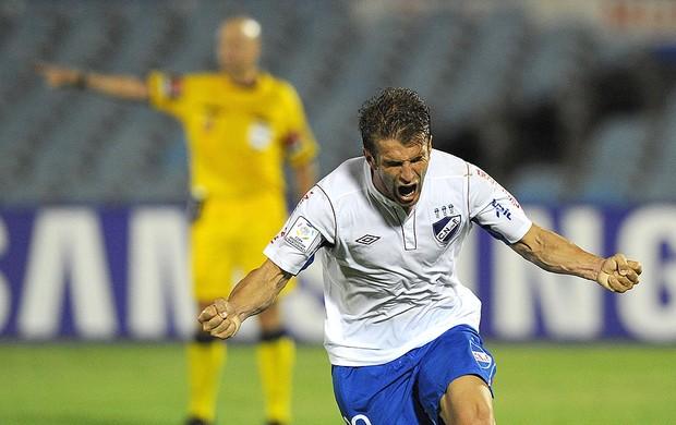 Ivan Alonso comemoração Nacional jogo Libertadores Toluca (Foto: AFP)