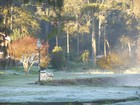 Distrito Monte Verde amanhece com geada em madrugada gelada